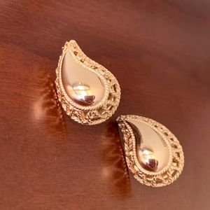 Vintage Avon Gold Toned Diffuser Earrings